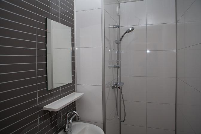 Snelle Renovatie Badkamer : Innovatief renoveren een nieuwe badkamer in twee dagen de kok